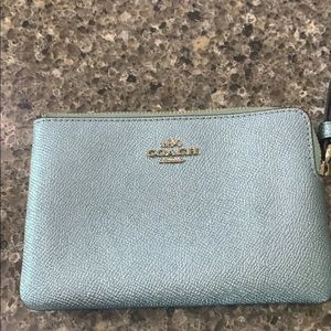 PERFECT CONDITION. wristlet. Coach.